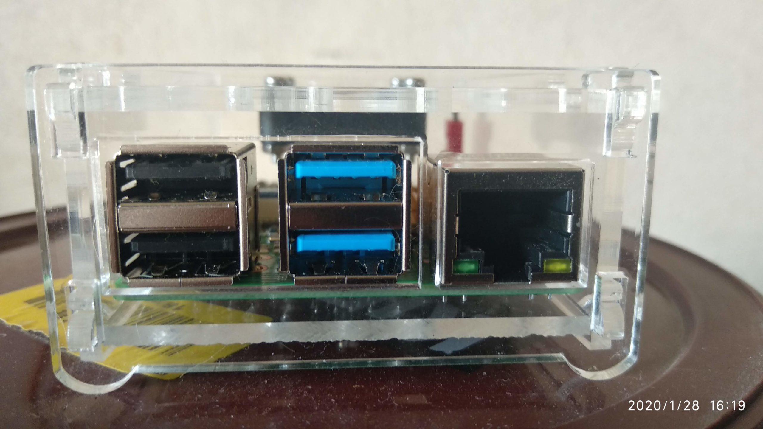 Puertos USB 2.0 y 3.0 además de Ethernet