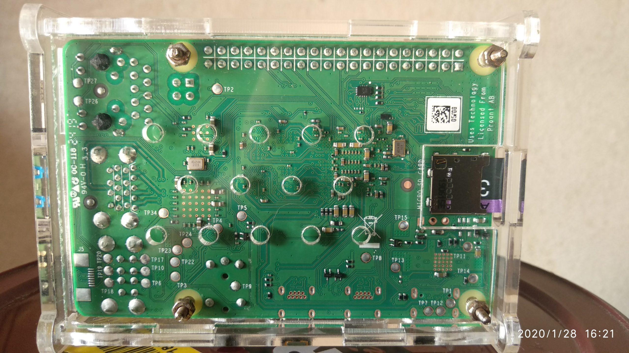 Vista inferior de carcasa de Raspberry Pi 4